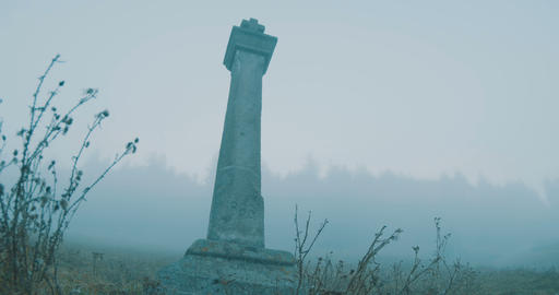 Cemetery Cross on Fog ビデオ