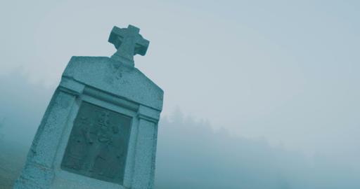 Foggy Medieval Cross Monument ビデオ