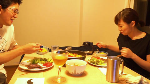 Men and women of the image to be a meal (dinner), ライブ動画