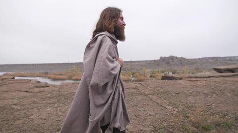 Jesus walking along the road ビデオ