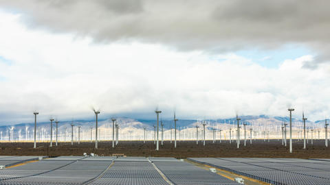 Time Lapse of Solar And Wind Power Generation In California ビデオ