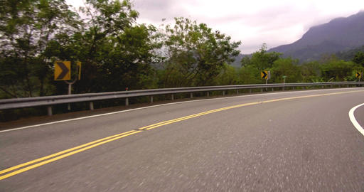 Driving car on mountain curve road Live影片