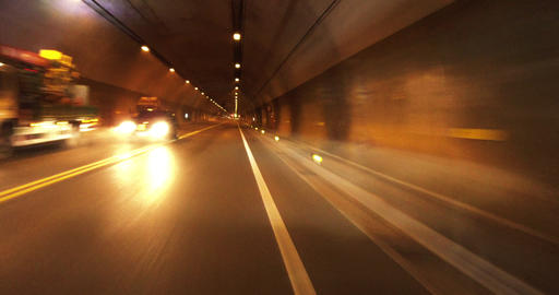 car driving through the tunnel Live影片
