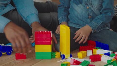 African family playing with construction blocks Archivo