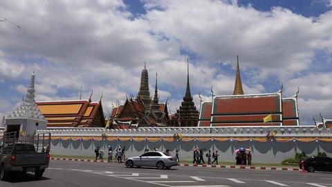 Wat Phra Kaew - The Temple of Emerald Buddha in Bangkok, Thailand ビデオ