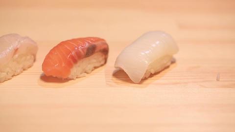 JAPANESE SUSHI(にぎり寿司を箸で取りわける) ビデオ