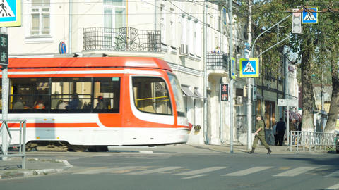Tram and cars pass the intersection on a summer day in the city of Samara Archivo