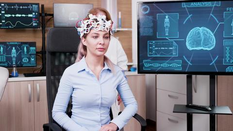 Female doctor in a modern neuroscience facilty Archivo