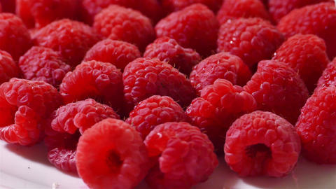 Raspberries turning on the background side view ビデオ
