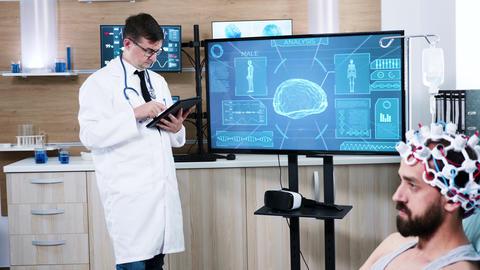 Doctor in neuroscience centre using modern technology ビデオ