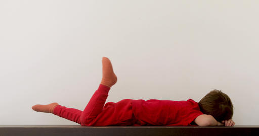 Child laying on table after game Archivo