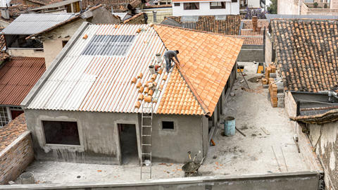 Cuenca, Ecuador - 2019-10-05 - Timelapse Construction - Roof Tiles Placement ビデオ
