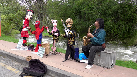 Cuenca, Ecuador - 2019-11-02 - Cuenca Days Street Fair With Sound - Musician Archivo