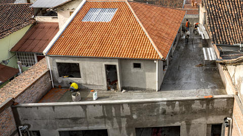 Cuenca, Ecuador - 2019-10-05 - Timelapse Construction - Workers Lay Paver Stones ビデオ