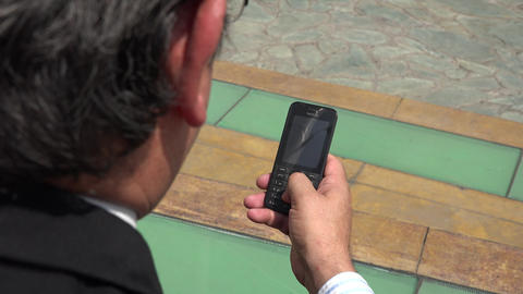 Man Using Cell Phone ライブ動画