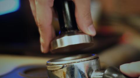 Barista prepares espresso Archivo