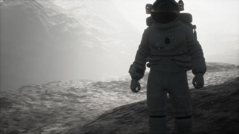 astronaut on another planet with dust and fog ビデオ