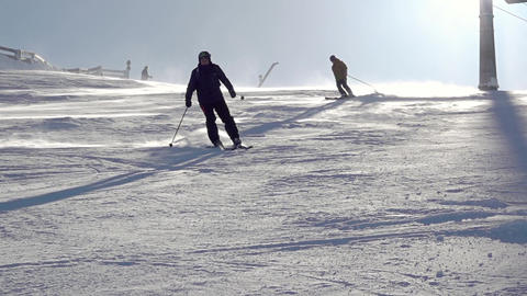 Skier Makes a Turn on a Sunny Slope. Slow Motion ビデオ