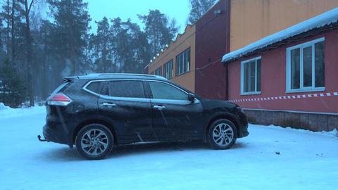 Heavy snowfall, snow covered car near house ビデオ