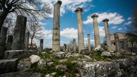 Roman ruins Motion Timelapse Live Action