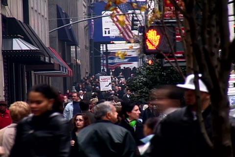 Crowded sidewalk in New York Stock Video Footage