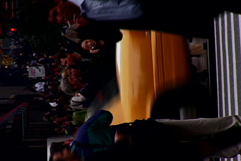 New York crowded sidewalk_Horizontal shot Footage