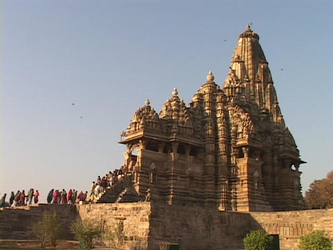 Thousands of pilgrims enter the Khajuraho Temple Stock Video Footage