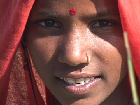 An Indian peasant woman chants Stock Video Footage