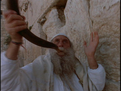 A man blows a shofar at the Western Wailing Wall Stock Video Footage