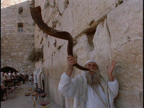 A man blows a shofar at the Western Wailing Wall Stock Video Footage