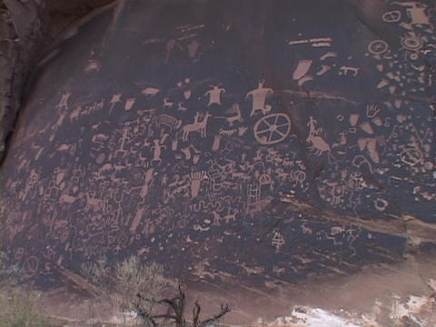 American Indian petroglyphs spread across an ancient stone Stock Video Footage