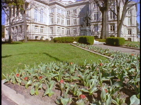 A long lawn leads up to the Georgia Capitol Building Stock Video Footage