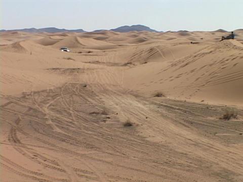A rally car races across a desert course Stock Video Footage