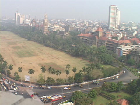 Traffic moves toward downtown Bombay, India Stock Video Footage