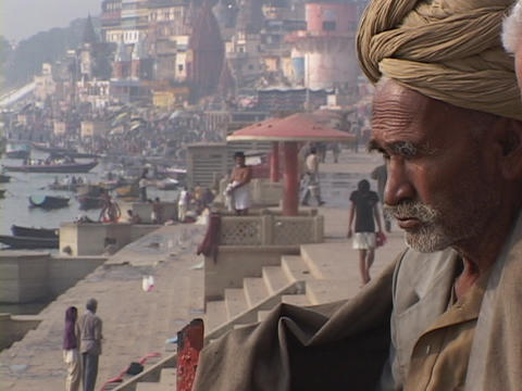 An Indian mystic, also known as a wise man or guru, sits... Stock Video Footage