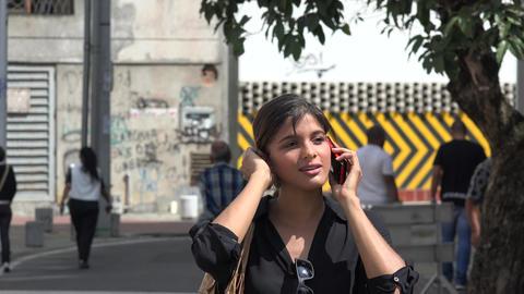 Woman Using Cell Phone ライブ動画