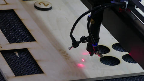 The movement of the laser tool on the blank ライブ動画
