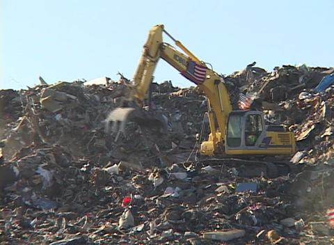 A large scoop shovel dumps debris from Hurricane Katrina Stock Video Footage