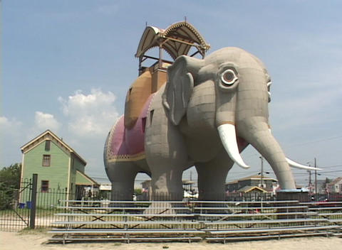 Lucy, the giant elephant adorns Margate, New Jersey Stock Video Footage