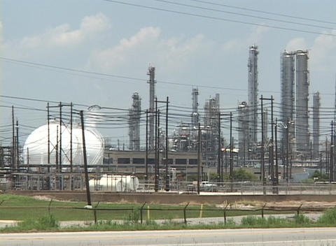 Power lines obstruct the view of an oil refinery Stock Video Footage