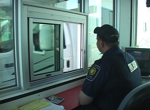 A U.S. border and customs agent greets an arriving motor... Stock Video Footage