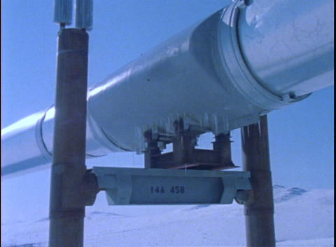 Panning-shot along a section of the Alaskan pipeline Stock Video Footage