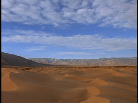 Clouds pass over the vast, sand dunes of the Sahara desert Stock Video Footage