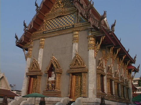 The Buddhist temple is a tourist attraction in Bangkok Stock Video Footage