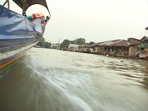 A boat travels along the Chao Phraya River in Bangkok Stock Video Footage