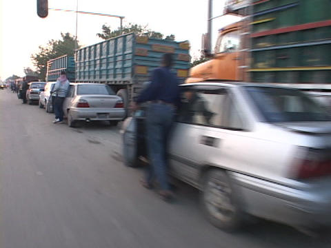 Iraqis push their cars while they wait for gas in Baghdad Stock Video Footage