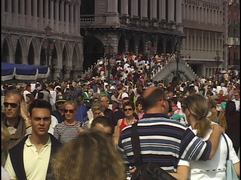 A massive crowd passes over the Rialto bridge in Venice,... Stock Video Footage