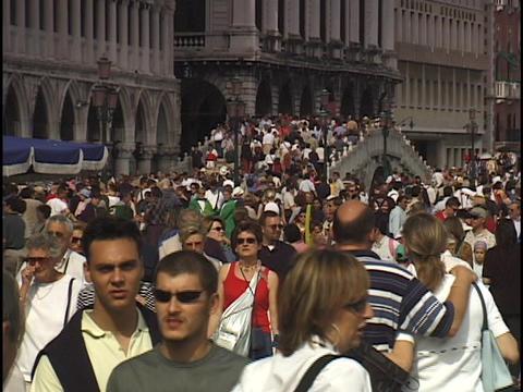 A massive crowd passes over the Rialto bridge in Venice,... Stock Video Footage