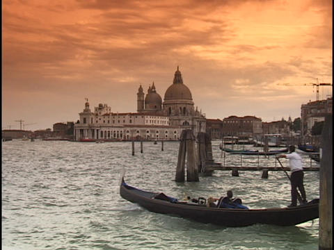 A gondolier steers a gondola into the choppy waters in... Stock Video Footage