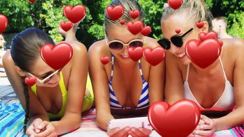 Female friends smiling 4k Animation